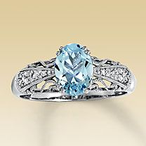 I can only hope that one day I will receive a ring this gorgeous from the man I love.