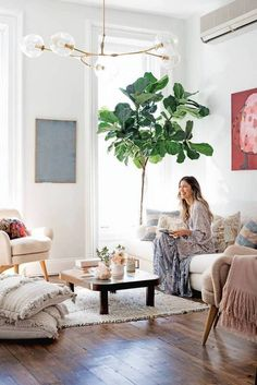 Perfect See inside designer Ulla Johnson's home (and living room)! boho chic family room The post See inside designer Ulla Johnson's home (and living room)! boho chic family … appeared first on Derez Decor . Living Room Interior, Home Living Room, Apartment Living, Living Room Designs, Living Room Decor, Apartment Therapy, Apartment Layout, Living Room Lighting Ceiling, Living Room Light Fixtures