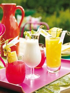 garden party decorating ideas exotic coctails bright colors #gardenweddings #weddingdrinks