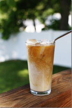 Peanut Butter Wonderful iced coffee - my dreams are answered Peanut Butter Coffee, Peanut Butter Cups, Fruit Drinks, Yummy Drinks, Beverages, Iced Coffee At Home, Mocha Recipe, Homemade Liquor, Iced Mocha