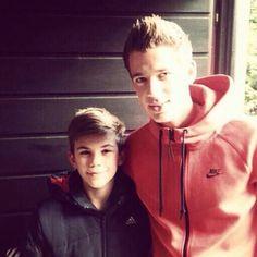 Erik Durm with a fan #erikdurm #durm #37 #bvb #welmeister #cute