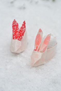 雪うさぎ Silk cocoons in origami bunny boxes. Origami bunny box: designed by Jacky Chan (Hong Kong)