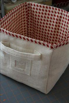DIY Burlap (or Fabric) Storage Bin Tutorial Sewing Hacks, Sewing Tutorials, Sewing Crafts, Sewing Projects, Tutorial Sewing, Bag Tutorials, Fabric Boxes Tutorial, Purse Tutorial, Sewing Ideas