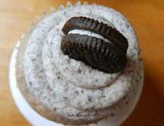 Oreo Buttercream Frosting is the BEST frosting you'll ever eat. It tastes JUST LIKE AN OREO and is perfect as a cake frosting or a cupcake frosting! Oreo Frosting, Oreo Buttercream, Cake Icing, Eat Cake, Icing Recipe, Frosting Recipes, Baking Recipes, Dessert Recipes, Desserts