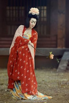 Woman in Tang dynasty costume Oriental Fashion, Asian Fashion, Chinese Fashion, Traditional Fashion, Traditional Dresses, Traditional Chinese, Dynasty Clothing, Chinese Clothing, Hanfu