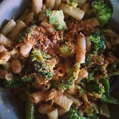 "#Latergram from last night: @veganricha's ""Doritos"" spice pasta with broccoli! I knew I had to make this as soon as I saw it--I got a gorgeous head of broccoli at the farmers market and this recipe really fit the bill. I can't believe how much the spice mix smells like Doritos!  #VeganRicha #doritosspicemix #doritospasta #broccolipasta #broccolilove #eatmorebroccoli #vegancomfortfood #ilovebroccoli  #plantbasedpasta"