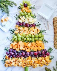 Bring one of these creative appetizers to your Christmas party! These Christmas appetizers include dips, spreads, finger foods and much more. Christmas Tea Party, Christmas Apps, Christmas Cheese, Christmas Eve Dinner, Christmas Snacks, Xmas Food, Christmas Tree, Christmas Buffet Menu, Veggie Christmas