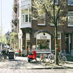 Had a small coffee time in Corner Bakery yesterday with a beautiful scenery of city 'Amsterdam' 넘나예쁜 암스테르담에 와 있습니다 ✨ _