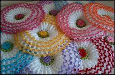 lahana lif modeli yapılışı Crochet Flower Tutorial, Crochet Flower Patterns, Doily Patterns, Crochet Flowers, Crochet Videos, Crochet Toys, Janmashtami Decoration, Yarn Flowers, Viking Tattoo Design