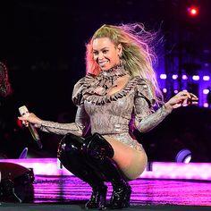 Check out Beyonce @ Iomoio Beyonce 2013, Rihanna, Estilo Beyonce, Beyonce Style, Beyonce And Jay Z, Beyonce Beyonce, Beyonce Makeup, Destiny's Child, Beyonce Knowles