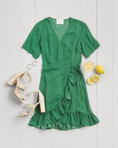We're green with envy for this look! Schedule your Fix & ask your Stylist for colorful dresses for Spring!
