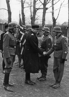 Vidkun Quisling shakes hands with an Oberscharführer of the Norwegian Legion ( Den Norske Legion, Freiwilligen-Legion Norwegen). Behind we can see Arthur Quist, last Commander of the Legion.