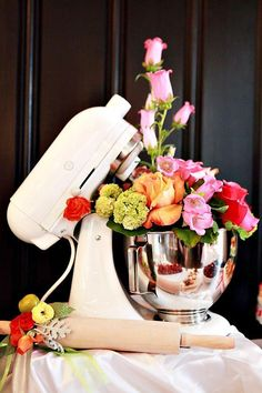 Just goes to show anything can be a vase! Great for a Bridal Kitchen tea Creative Kitchen Themed Bridal Shower OMG how cute is that? And I do have a KitchenAid standing mixer already. Party Decoration, House Decorations, Wedding Decorations, Wedding Ideas, Before Wedding, Deco Table, Shower Party, Shower Gifts, Just In Case