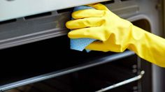 We have a completely safe and effective way to clean your oven that will save you time and money – and you only need three ingredients! %
