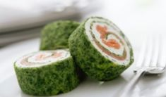Spinach and smoked salmon roulade Great Appetizers, Appetizer Recipes, Salmon Roulade, Spinach Rolls, Seafood Buffet, Appetisers, Yummy Snacks, Finger Foods, Food Inspiration
