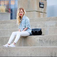 Club Monaco white coated jeans SZ 4 White coated floral print skinny jeans Club Monaco Jeans Skinny