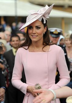 Kate Middleton Photos - Catherine, Duchess of Cambridge joins the Royal Family at Buckingham Palace to attend a garden party during the Queen's Jubilee. - Kate Middleton Gives a Garden Party Moda Kate Middleton, Style Kate Middleton, Kate Middleton Pictures, Princesse Kate Middleton, Kate Middleton Fashion, Pippa Middleton Wedding, Kate Middleton Pregnant, Kate Middleton Outfits, Beauty And Fashion