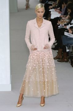 Chanel at Couture Spring 2004 - Runway Photos