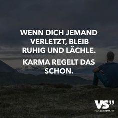 Wenn dich jemand verletzt, bleib ruhig und lächle- Karma regelt das schon.