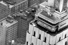 Un Ford Mustang au sommet de l'Empire State Building en 1965