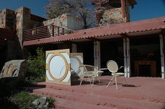 Taliesin West - Frank Lloyd Wright Source by amlooper Frank Lloyd Wright, Usonian, Organic Architecture, Mid-century Modern, Building, Architects, Outdoor Decor, Layouts, Design