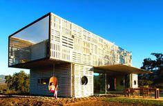 Manifesto House (Foto: Antonio CorcueraA Casa Manifesto, em Cucaraví, Chile, não precisa de home theater. Construída com contêineres