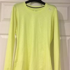 Under Armour Yellow top Fitted Yellow Under Armour heat gear top! Long sleeves! Excellent condition Under Armour Tops Tees - Long Sleeve