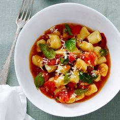 """Gnocchi – den italienska """"potatispastan"""" är enklare än du tror att göra själv. Servera den med en enkel tomatsås och låt råvarorna tala för sig själva!"""