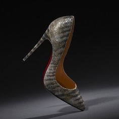 This #christianlouboutin shoe just made our hearts skip a beat.