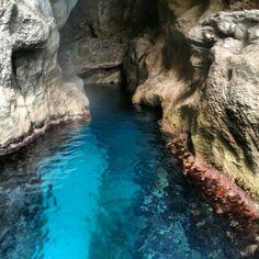 Grotte di azzurro infinito sul versante occidentale di Marettimo, isole Egadi...
