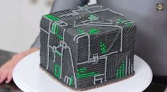 Seven Of Nine Teaches You How To Make A Borg Cube Cake [Video]
