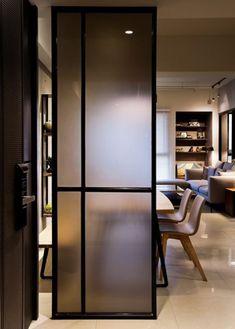 느낌 있는 유리가벽 인테리어 : 네이버 블로그 Glass Partition Wall, Room Partition Designs, Glass Room Divider, Hallway Designs, Sliding Door Panels, Room Deviders, Flur Design, Divider Design, Interior Windows