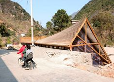 The Pinch community library in China turns a roof into a playground