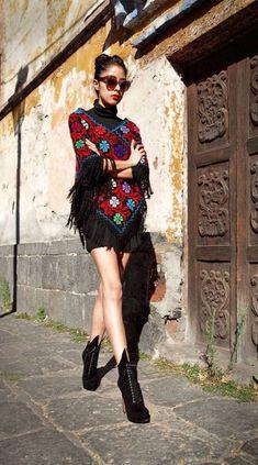 39 Pretty Mexican Women's Outfits Fashion 2017, Latest Fashion Trends, Boho Fashion, Mexican Fashion Style, Fashion Black, Vintage Fashion, Fall Fashion, Style Fashion, Fashion Poses