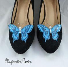 clips chaussures papillons soie bleue, corps de  perles, modèle Maéva Violet, Chanel Ballet Flats, Sandals, Shoes, Women, Fashion, Grey, Butterfly Shoes, Butterfly Jewelry
