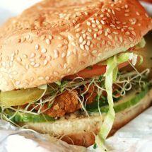 Hamburger végétarien sur Recettes.net #végétarian #végé #vegan #veggie #healthy #santé #yummi #delicious #happy #food #foodie