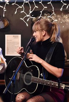 Taylor Swift at Bluebird Cafe in Nashville || 03.31.18
