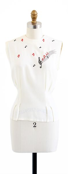 vintage 1940s hand embroidered music notes blouse | http://www.rococovintage.com