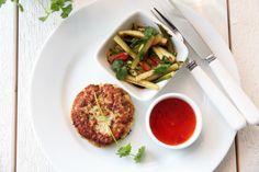 Thaifiskekaker med spicy agurksalat Salmon Burgers, Spicy, Ethnic Recipes, Food, Salmon Patties, Essen, Yemek, Meals