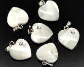 100 pendentifs coeur strass en nacre blanche 24mm x 15mm : Perles en Nacre par grossiste-bijoux