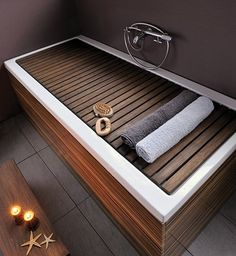 Etonnant Bathtub Cover To Use As A Bench.