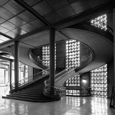 The beautiful classical concrete staircase of the former Musee des Travaux Publics by the classical modern master architect Auguste Perret.
