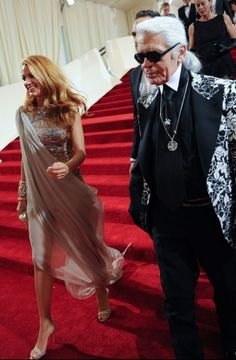 Blake Lively in Chanel haute couture, Karl Lagerfeld. Lucky bitch.
