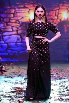#tamanna_bhatia Navel, Sarees, Dresses With Sleeves, Actresses, Indian, Fashion Outfits, Long Sleeve, Beautiful, Female Actresses