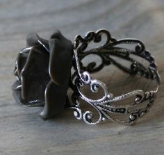 Love this ring I want it!!super cute ♥