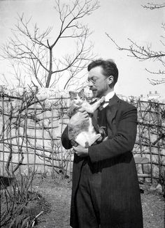 Artists Photographed With Their Cats Wassily Kandinsky and his cat, Vaske--I just KNEW he had to love cats too!Wassily Kandinsky and his cat, Vaske--I just KNEW he had to love cats too!