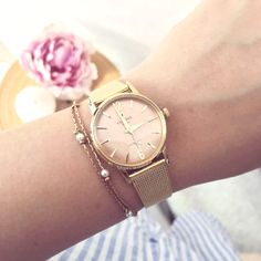 Classy and oh so stylish, this timepiece is part of the Festina Extra Collection. It features a gorgeous rose gold hue and a simple design. Perfect for layering with other accessories, the Festina watch makes a great addition to your watch collection. Repost: @ellemixe_blog