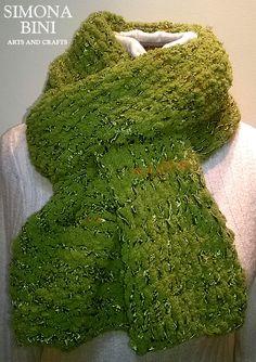 Sciarpa verde autunno fatta ai ferri