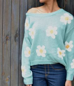 ahh, I love it daises are my favorite flower especially against the blue! and its knit!