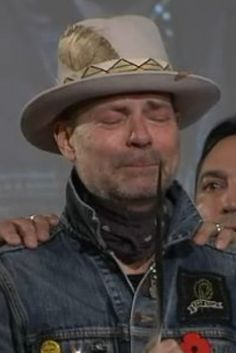 Gord Downie Weeps After Given Spirit Name 'Man Who Walks Among The Stars' R.P Gord Canada and the whole world lost a great talent Rustic Bathroom Lighting, Bathroom Pendant Lighting, I Am Canadian, Canadian People, Canadian Things, Canadian History, Rustic Outdoor Decor, Rustic Kitchen Design, Music Tattoos